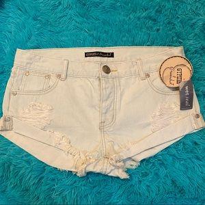 "NWT Gypsies + Moondust ""distressed"" jean shorts"